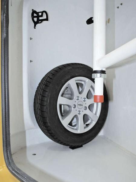 Ersatzradhalter in Sattelkammer montiert