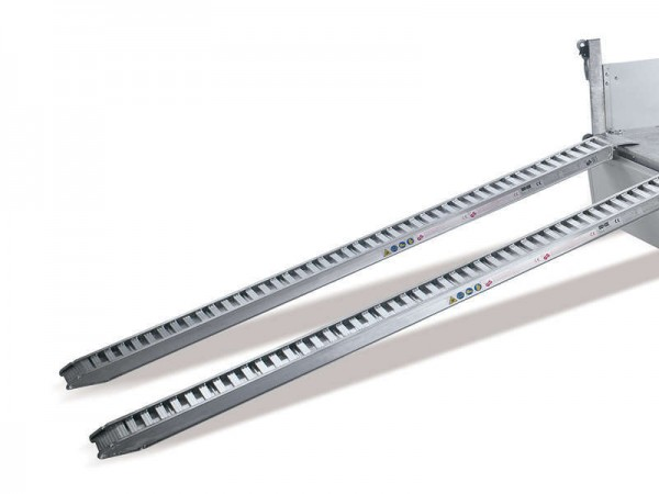Aluminium-Bohlen 2,8 t Tragkraft, Länge 2650 mm (unter der Ladefläche), bei HN 3,5to. nicht möglich.