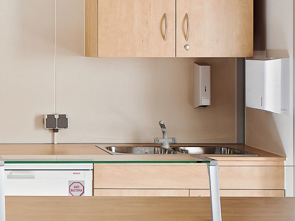 Doppelspülbecken mit Unterschrank incl. Wasserinstallation